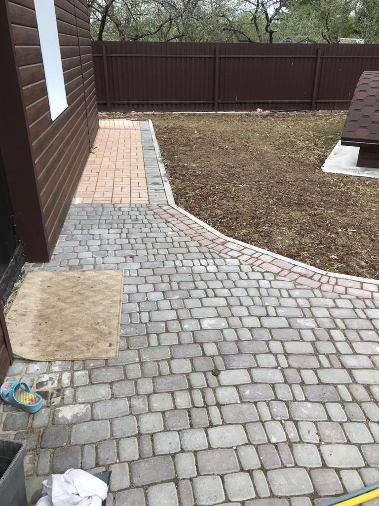 Тротуарная плитка брусчатка на частной территории